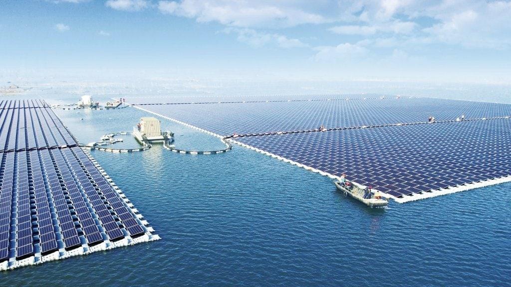 Zorgen over zonnepanelen op water