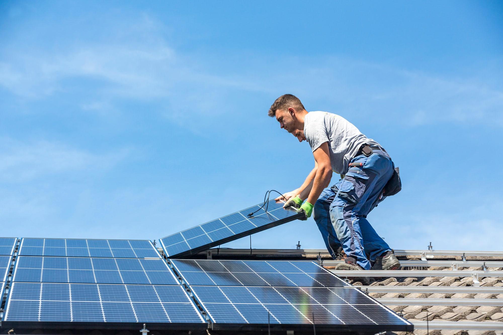 Sinne Techniek monteert en installeert zonnepanelen.